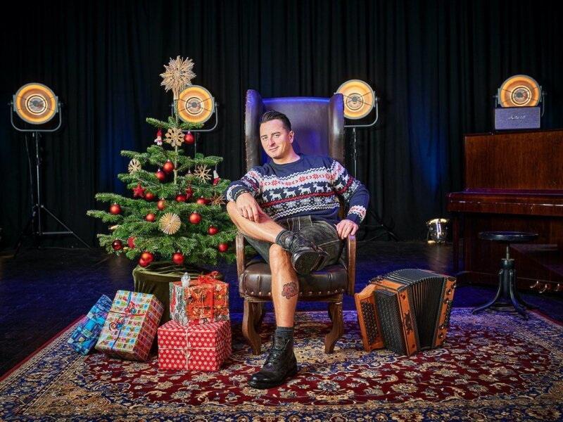"Andreas Gabalier – ""A Volks-Rock'n'Roll Christmas"" (Album Review)"