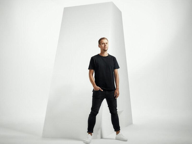 "Armin van Buuren veröffentlicht die neue Single ""Feel Something"""