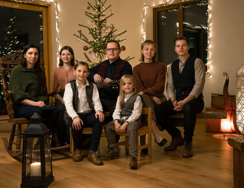 """Angelo Kelly & Family – """"Coming Home For Christmas"""" (Album Review)"""