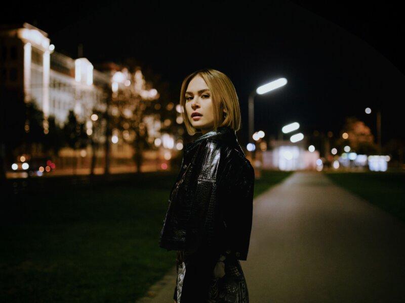 """Mathea – Video zu """"Nur Noch Eine Zahl"""" und  Release der Akustik-Version des Debüts  """"M"""""""