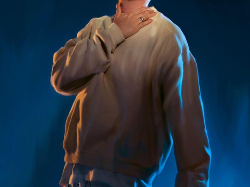 "Isac Elliot – ""Roommates"" (Single – Island Records/Universal)"